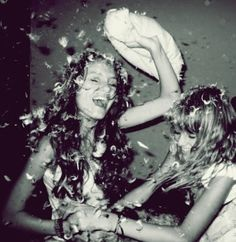 Can you get pillows that really do this?? I wanna have a legit pillow fight like this!