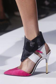 Roland Mouret | Paris #detail #shoes #chaussures #rose #pink #blanc #noir #stiletto #guetre #cuir