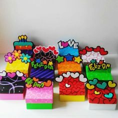 Coleccion cajas de regalo bicolores tapa y base y diseño en relieve.. Crafts To Do, Crafts For Kids, Paper Crafts, Diy Gift Box, Diy Gifts, Exploding Gift Box, Dinners For Kids, Custom Cards, Box Art
