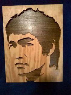 un fan de se grand brus Ely Bruce Lee, Wooden Bar Stools, Wood Burning Art, Wood Lamps, Scroll Saw Patterns, Silhouette Art, Pyrography, School Projects, Wood Art