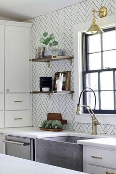 Cool 53 Beautiful Kitchen Backsplash Decoration Ideas For Your Kitchen. More at https://trendyhomy.com/2018/06/11/53-beautiful-kitchen-backsplash-decoration-ideas-for-your-kitchen/