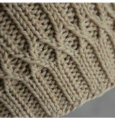 Ravelry: Matt's Hat – Knitting patterns, knitting designs, knitting for beginners. Knitting Stiches, Cable Knitting, Hand Knitting, Bonnet Crochet, Knit Or Crochet, Stitch Patterns, Knitting Patterns, Crochet Patterns, Knitting Ideas