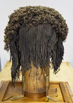 "liverodland: ""Heads up: Wigs from ancient Egypt made from human hair, including Pharaoh Ramses wig which is made of approximately 120 000 individual hairs. Ancient Artifacts, Ancient Egypt, Ancient History, Egyptian Hairstyles, Wig Hairstyles, Black Hairstyles, Egyptian Fashion, Wig Making, African History"