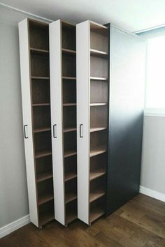 Ausziehbare Bücherregale / Bücher im Innenraum . - Room Inspo Extendable bookshelves / books in the interior . - Room Inspo - # books # bookcases and organization ideas Diy Furniture, Furniture Design, Furniture Storage, Studio Furniture, Kitchen Furniture, Space Saving Furniture, Space Saving Bedroom, System Furniture, Office Furniture