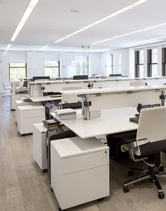 Porcelanosa's workstation configurations designed with Nomos System