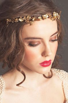 Sarah Seven showcases the seemingly Grecian Gold Leaf Halo wedding hair accessory for Fall 2013. Check out the Bridal Accessory gallery.