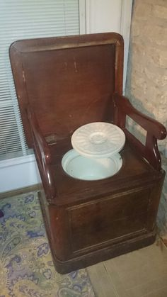 Antique commode/chamber pot