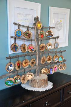 It's A Wonderful Life: Wood disk painted Jesse tree ornaments Noel Christmas, Winter Christmas, All Things Christmas, Christmas Ornaments, Christmas Activities, Christmas Projects, Christmas Traditions, Christmas Ideas, Jesse Tree Ornaments