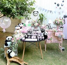 Prepare for panda cuteness, because these panda party ideas will knock your socks off! We are totally loving this new party trend! Panda Birthday Party, Birthday Party Desserts, Panda Party, Bear Party, 1st Boy Birthday, Birthday Parties, Birthday Ideas, Kung Fu Panda, Panda Baby Showers