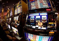 Ein Gewinn in Höhe von 100.000 US-Dollar an einem Spielautomaten, das ist eher selten. Solche Gewinnsummen zahlen wenn dann meist nur Slots aus, die an progressive Jackpots gekoppelt sind. Im Fall des besagten Spielautomaten der B.C. Lottery Cooperation wurde der Betrag fälschlicherweise an eine Spielerin ausgeschüttet. Der Gewinn der Userin lag damit 100 Mal so hoch, wie eigentlich an diesem Spielautomaten möglich.