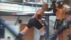 Anderson Silva détruit complètement son partenaire d'entraînement! http://danslaction.com/fr/anderson-silva-detruit-completement-son-partenaire-dentrainement/