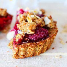 Elke ochtend havermout met fruit of een bak kwark wordt ook zo saai. Tijd voor iets nieuws! Havermout Ontbijt Taartjes, nét even anders.