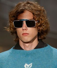 Cheap Ray Ban Sunglasses Sale, Ray Ban Outlet Online Store : - Lens Types Frame Types Collections Shop By Model New York Fashion, Runway Fashion, Mens Fashion, Fashion Trends, Fashion Styles, Summer Sunglasses, Ray Ban Sunglasses, Sunglasses Outlet, Stylish Men