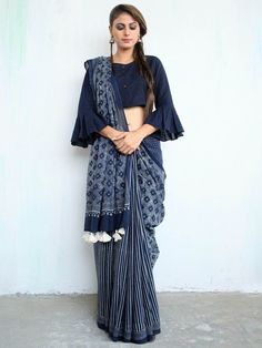 Modern saree blouse design is much inspired from shirts and top which has made saree more comfortable and trendy. Have a small look at below Saree Draping Styles, Saree Styles, Blouse Styles, Saris, Sari Bluse, Indische Sarees, Block Print Saree, Modern Saree, Stylish Blouse Design