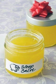 Sleep Remedies Sweet Dreams With This DIY Sleep Salve - Tired of lying awake all night stressing over this or that? Fall asleep with ease thanks to this DIY calming salve that also leaves your feet so soft — Doterra, Herbal Remedies, Natural Remedies, Diy Beauty Remedies, Diy Shampoo, Homemade Beauty Products, Natural Products, Beauty Recipe, Natural Medicine