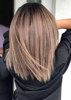 50 Chic and Trendy Straight Bob Haircuts and Colors To Look Special Bob hairstyles are one of the hottest hair trends in Hollywood. They are super easy to style and so versatile. Brown Hair With Highlights, Brown Blonde Hair, Light Brown Hair, Brown Hair Colors, Dark Brown, Icy Blonde, Balyage Short Hair, Metallic Hair Color, Black Hair
