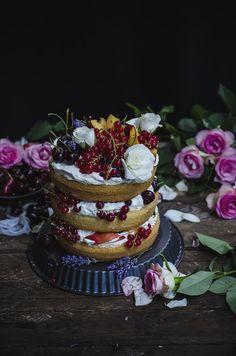 Sponge cake with mascarpone whipped cheese