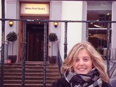 Con lagrimas en los ojos, llegue a los estudios Abbey Road! uno de los momentos mas felices de mi vida! :) Londres Marzo 2011