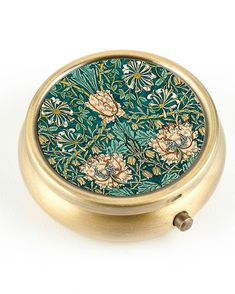 Tiny Tin floral ring box as seen on MarthaStewartWeddings.com   http://www.marthastewartweddings.com/384267/ring-boxes-have-and-hold-your-wedding-bands#384056