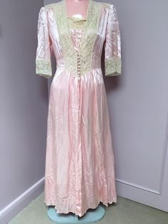 c9c720bc5b Vintage 40 s pink peach lace negligee night gown with robe lingerie Peignoir   Unbranded Gossard