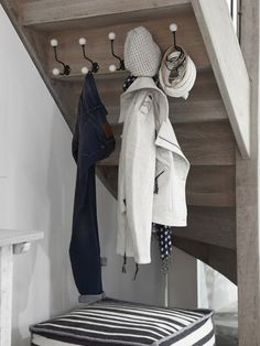 hooks under staircase for bath room closet Entry Hallway, Entryway, Stair Storage, Under Stairs, Interior Design Living Room, Decorating Tips, Small Spaces, Tiny House, Sweet Home