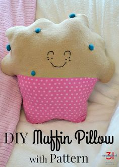The healthiest muffins you can make! Free Muffin Pillow sewing pattern and tutorial. #sewing Sewing Projects For Kids, Sewing For Kids, Diy Craft Projects, Free Sewing, Diy For Kids, Yarn Projects, Hand Sewing, Sewing Basics, Sewing For Beginners