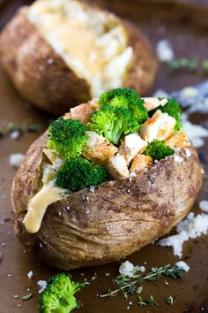Chicken Broccoli Stuffed Baked Potato with Cheese Sauce - A balanced meal of protein, vegetables and carbohydrates all in one crispy roasted potato! | jessicagavin.com Baked Potato With Cheese, Baked Potato Recipes, Cheese Potatoes, Chicken Recipes, Broccoli Bake, Broccoli And Cheese, Chicken Broccoli, Broccoli Casserole, Broccoli Cheddar