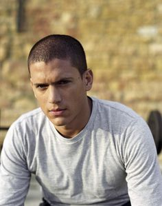Actor Wentworth Miller poses on the set of Prison Break for Channel 5 press publicity shoot for UK only Michael Scofield, Prison Break 3, Wentworth Miller Prison Break, Leonard Snart, Dominic Purcell, Dc Legends Of Tomorrow, Big Sean, Man Crush, On Set