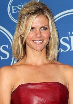 We love Brooklyn Decker's half up half down lob!