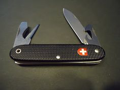 Victorinox special edition black Alox Soldier Swiss Railway *0.8010.23* Egg Muffin Cups, Victorinox Knives, Swiss Railways, Pocket Knives, Cool Gear, Swiss Army Knife, Knifes, Hand Tools, Edc