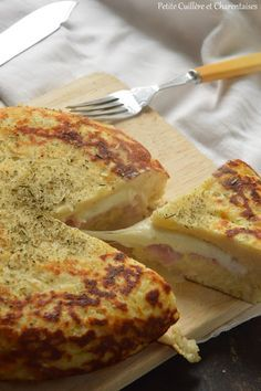 Petite Cuillère et Charentaises: Gâteau de pommes de terre farci {Jambon - Mozzarella} Meat Recipes, Salad Recipes, Cooking Recipes, Mozzarella, Food Wishes, Savoury Dishes, Love Food, Brunch, Food Porn