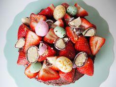 Påske kage | Lækker chokoladekage med påskeæg Fruit Salad, Sweets, Fruit Salads, Gummi Candy, Candy, Goodies, Treats, Deserts