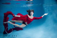 High school senior photography. Beautiful high school senior. Underwater photography