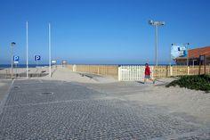 Sétima Onda. Praia de Francelos - Vila N. Gaia, com comboios regionais e perto da A29 e A44. Servida pelo passadiço Espinho-Gaia. A sul, o Senhor da Pedra, em Miramar