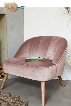 Dusky Pink Velvet Occasional Chair For kitchen coffee area against dark blue wall Shabby Chic Table And Chairs, Vintage Chairs, Pink Velvet Chair, Velvet Chairs, Pink Chairs, Velvet Accent Chair, White Chairs, White Bedroom Chair, Dusky Pink Bedroom