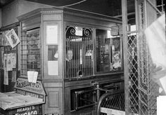 """Fullerton Avenue """"L"""" station ticket booth at Fullerton & Clark in Lincoln Park, February 2, 1904"""