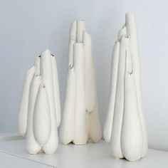Claire Lindner is a ceramic artist who studies in both England and France. Ceramic Clay, Porcelain Ceramics, Ceramic Vase, Ceramic Pottery, Art Sculpture, Abstract Sculpture, Contemporary Ceramics, Modern Ceramics, High School Ceramics