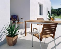 Metalowe meble ogrodowe - fotel i stół ogrodowy Arabella: https://hastegarden.pl