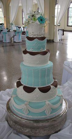 Tall fondant wedding cake