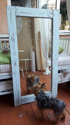 Espejo para el baño hecho con palets | Decoración Rustic Mirrors, Wood Mirror, Bath Decor, Bedroom Decor, Bamboo Bathroom, Industrial Home Design, Dining Room Colors, Wood Interiors, Old Doors