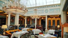 """Homage to Josiah Wedgewood, with beautiful white and light blue dining room. Dining """"Regency Style"""" at The Lanesborough."""