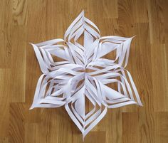 33 Simple DIY Paper Flower for Your Home Decoration # # Paper Quilling Flowers, Paper Flower Decor, Tissue Paper Flowers, Paper Flower Backdrop, Paper Decorations, Diy Christmas Star, Christmas Paper, Paper Stars, Paper Snowflakes