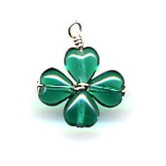 Four Leaf Clover Charm ~ Starting with four green heart beads, it's easy to create a lucky four leaf clover pendant perfect for St. Wire Jewelry, Pendant Jewelry, Jewelry Crafts, Beaded Jewelry, Handmade Jewelry, Wire Pendant, Jewellery, Do It Yourself Jewelry, Beltane