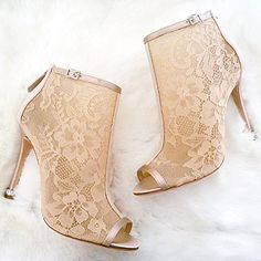 Badgley Mischka Glowing, Lace Booties