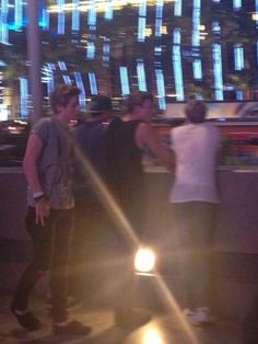 Niall out in Las Vegas last night with 5SOS.