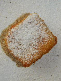 Uwielbiam takie eksperymenty w kuchni. Delikatny, waniliowy deser hiszpański, którego smak przerósł moje najśmielsze oczekiwania.   LECHE ...