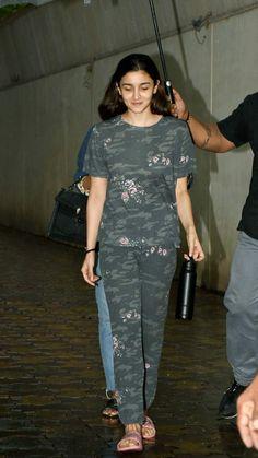 Bollywood Girls, Bollywood Fashion, Bollywood Actress, Girls Fashion Clothes, Girl Fashion, Fashion Outfits, Beautiful Girl Makeup, Beautiful Legs, Casual Wear