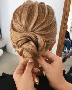 20 Pretty Wedding Updo Hairstyles from Oksana Sergeeva - Hairstyle Tutorial - francy.foods - 20 Pretty Wedding Updo Hairstyles from Oksana Sergeeva - Hairstyle Tutorial Updo Hairstyles Tutorials, Wedding Hairstyles Tutorial, Bride Hairstyles, Hairstyle Ideas, Engagement Hairstyles, Wedding Updo Tutorial, Medium Updo Hairstyles, Easy Updo Tutorial, Hair Tutorial Videos