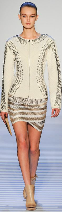 Herve Leger Fall bandage dress continued to reign at Herve Leger by Max Azria's fall-winter 2014 runway show presented during New York Fashion Week. Ny Fashion Week, Nyc Fashion, Runway Fashion, High Fashion, Fashion Show, Fashion Design, Fashion Weeks, Max Azria, Mini Origami