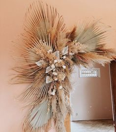 Palm Wedding, Floral Wedding, Wedding Flowers, Dried Flower Arrangements, Dried Flowers, Floral Design Classes, Flower Installation, Floral Backdrop, Deco Floral